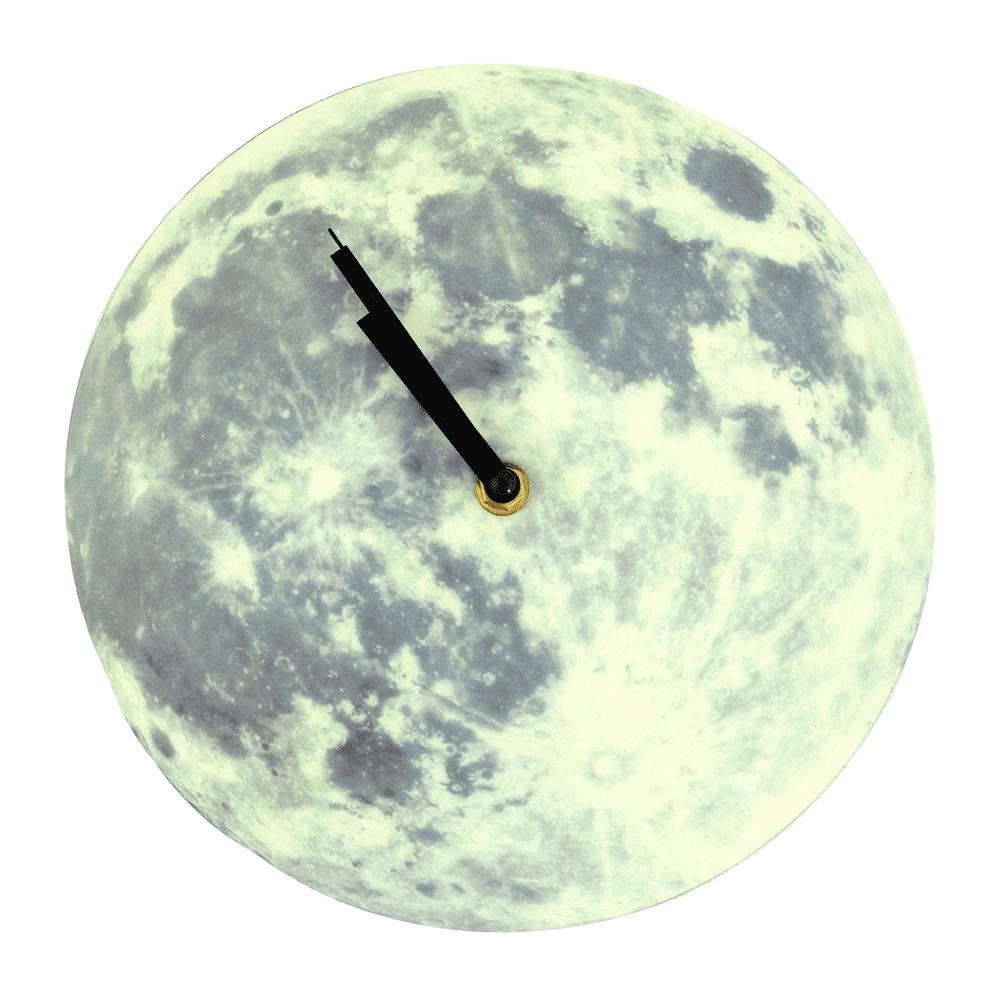 Часы настенные, светящиеся в темноте