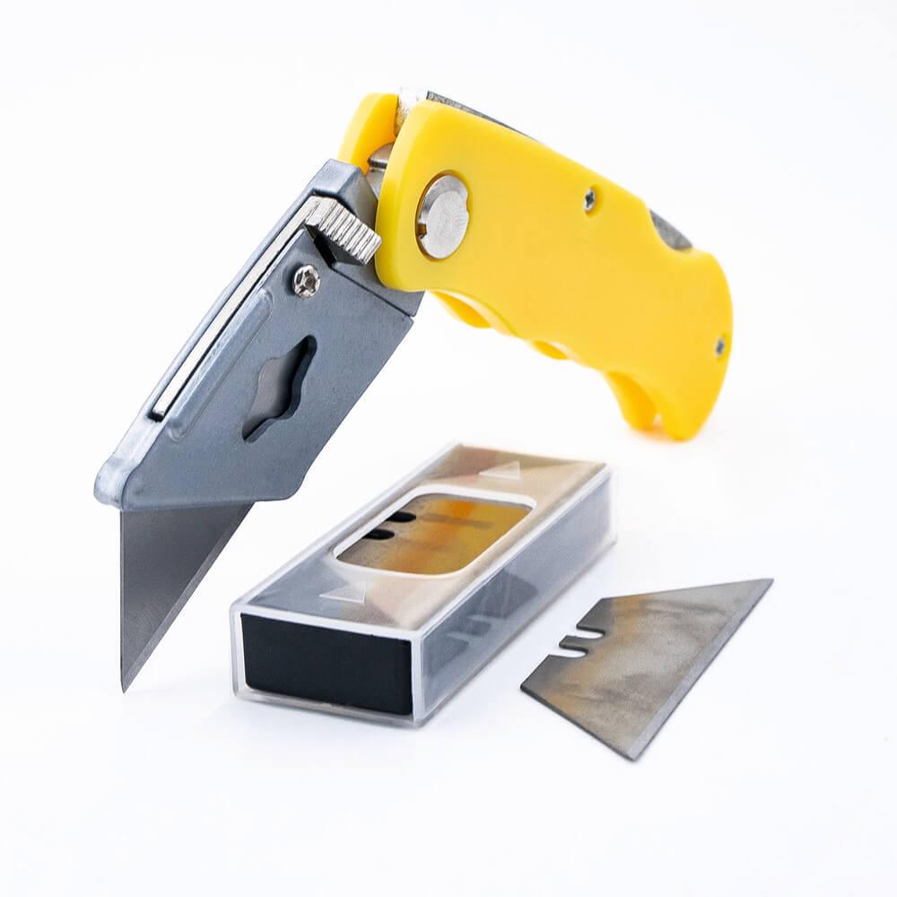 Выдвижной нож с запасными лезвиями, 5 шт.